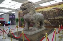 狮子侧面雕塑像