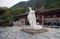 杨贵妃侧面汉白玉雕塑像