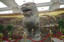 正面狮子雕塑像