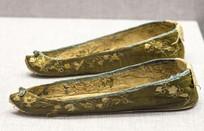 茶绿色绢彩绣翘头女鞋