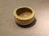 唐代白瓷花边罐