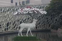 头顶梅花鹿雕塑