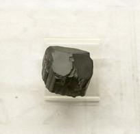 新疆铁电气石