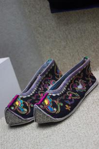 黑色壮族绣花鞋