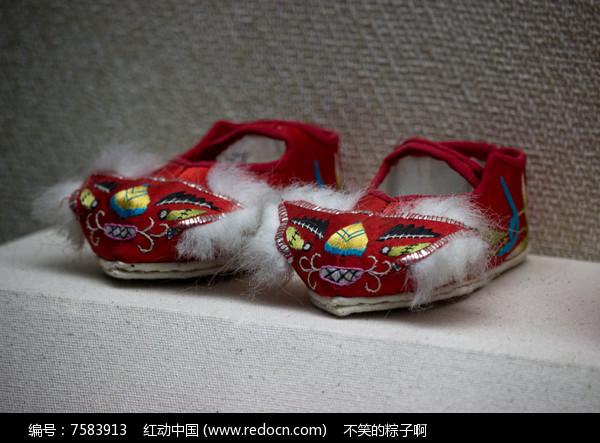 靖西壮族孩童鞋子图片