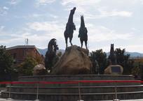 骏马奔腾雕塑