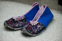 仡佬族女式绣花鞋