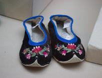 仡佬族绣花鞋