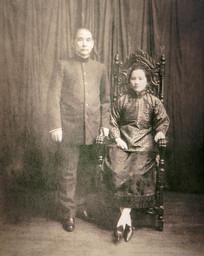 宋庆龄珍藏结婚五周年纪念照片