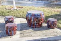 铜钱鼓形石凳与石桌