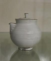 雪白陶瓷罐