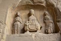 风化的石佛像