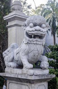 门口的狮子雕塑
