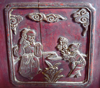 木板上的人物浮雕图片
