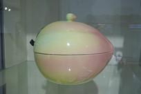 桃子瓷器器皿