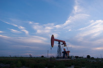 荒原上的油井