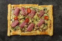 惠灵顿式烤牛肉披萨
