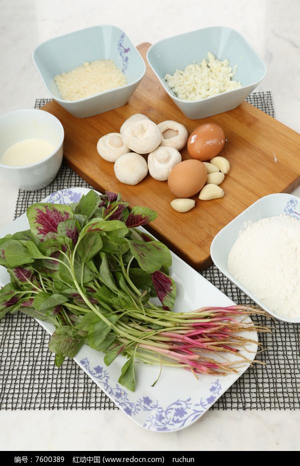 菌菇苋菜芝士意大利饺食材图片