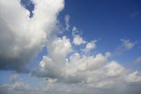 蓝色天空白色云