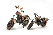 两个金属摩托车模型