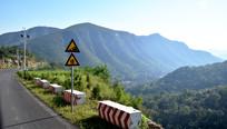 起伏的山峦摄影图