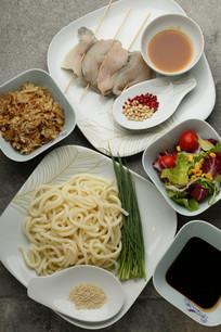 日式海鲜炒乌冬味噌烤鲈鱼食材