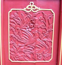 古代门板上的凤凰雕刻