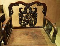 红木雕花椅摄影图