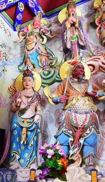 精致描绘的神像