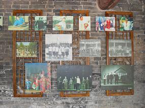 镂空木雕上的照片墙