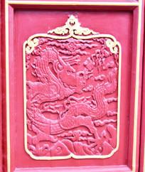 门板上的龙纹雕刻