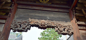 牌坊上的龙纹雕饰图片