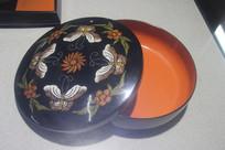 漆艺花蝶图装饰果盒