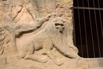 石窟中的动物图案雕刻
