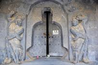 守门的天神雕刻图