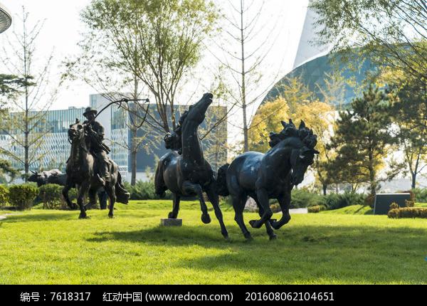 奔腾的马雕塑图片