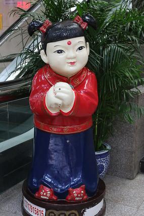 彩色的恭喜发财玉女雕像