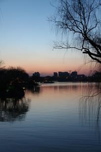 黄昏时的大明湖