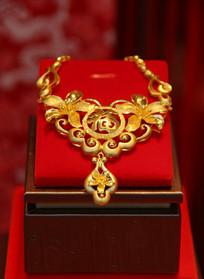 镂空雕福字花卉纹黄金项链
