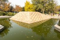 水中金字塔倒影