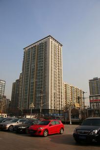 现代高层塔楼居民大楼