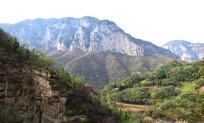 崇山峻岭风景图