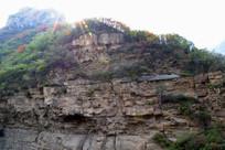 阳光下的石头山