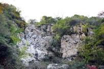 怪石嶙峋的山岭