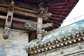 古建筑梁柱木雕饰