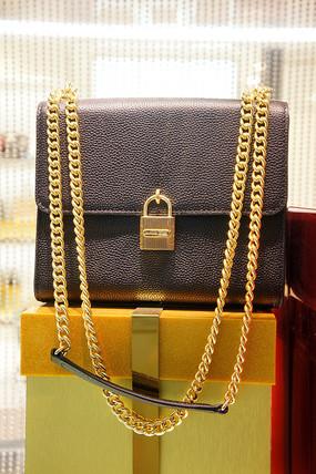金链女黑挎包