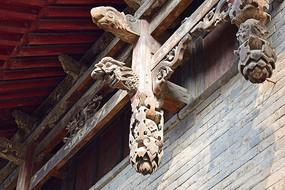 龙头梁柱雕饰图片