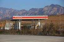 山区高速公路加油站