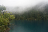 山水间的雨雾