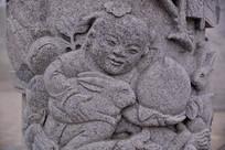石雕图案孩童和仙桃